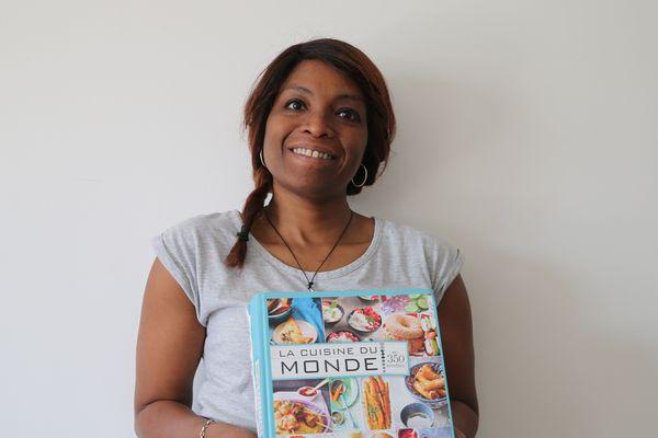 Sabine a fait plusieurs métiers dans sa carrière, puis a décidé de créer son entreprise de proximité. Cuisine d'ici, d'ailleurs ou du monde, cette fille de restaurateurs livre désormais à domicile.
