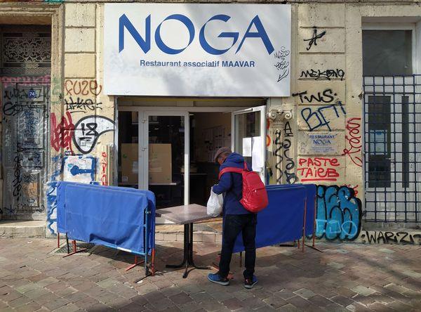 Le restaurant social Noga, sur le Cours Julien à Marseille, distribue plus de 400 repas par jour aux personnes en situation de grande précarité.