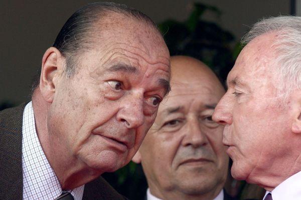 """Jacques Chirac, avec François Pinault et Jean-Yves Le Drian au Palais des Arts de Dinard le 13 juin 2009, pour l'inauguration de l'exposition """"Qui a peur des artistes ?"""""""