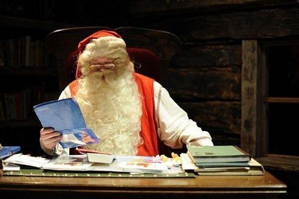 Le Père Noël et ses nombreuses lettres