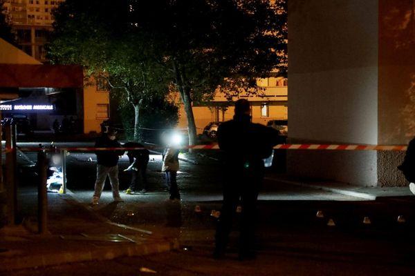 Une fusillade a fait un mort et cinq blessés, hier soir, à la cité des Rosiers, dans le 14e arrondissement de Marseille.