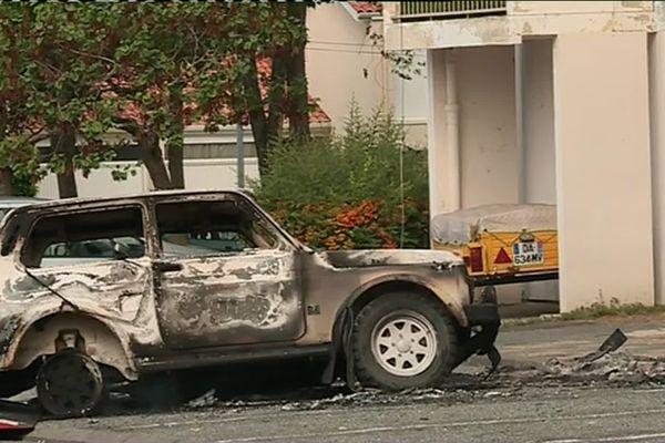 Après un accident mortel survenu à la suite d'une course poursuite à Pavie, près d'Auch, vendredi, le quartier d'origine de l'une des victimes s'est enflammé dans la nuit