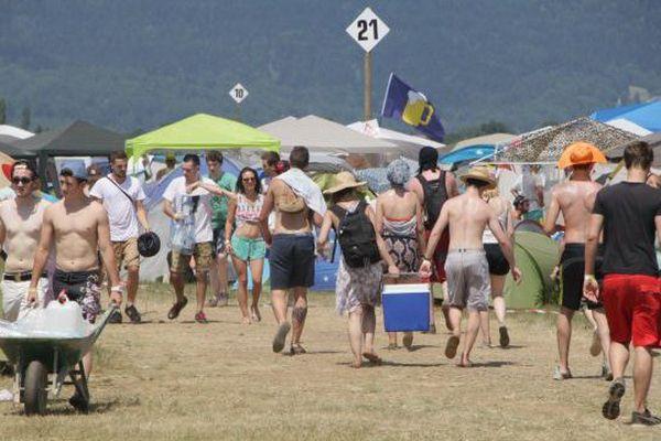 Les festivaliers sur la presqu'île du Malsaucy