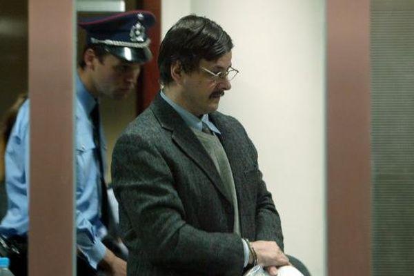 Marc Dutroux, pédophile belge condamné pour de multiples meurtres et viols d'enfants, lors de son procès, le 3 mai 2004 à Arlon (Belgique).