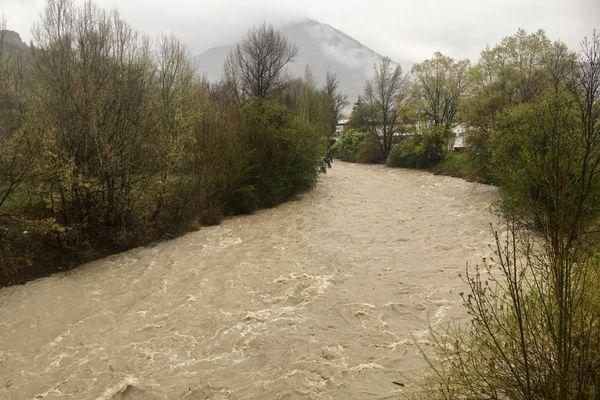 10/05/2021. Le niveau de la Durance ne cesse de monter, comme ici à Briançon (Hautes-Alpes).