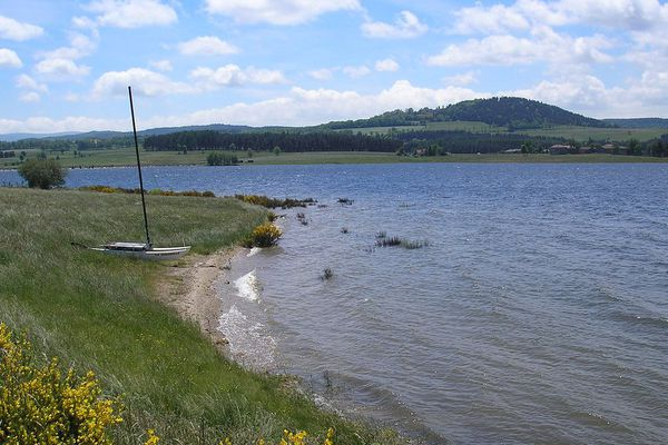 Le lac de Naussac en Lozère / illustration