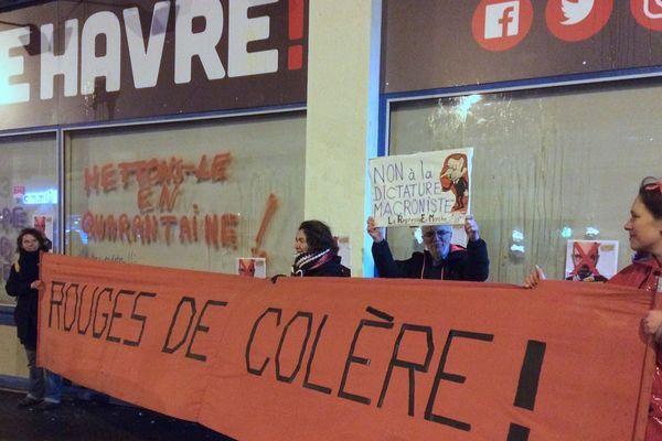 Le Havre le samedi 29 février 2020 vers 19h30 : manifestation devant le local de campagne d'Edouard Philippe