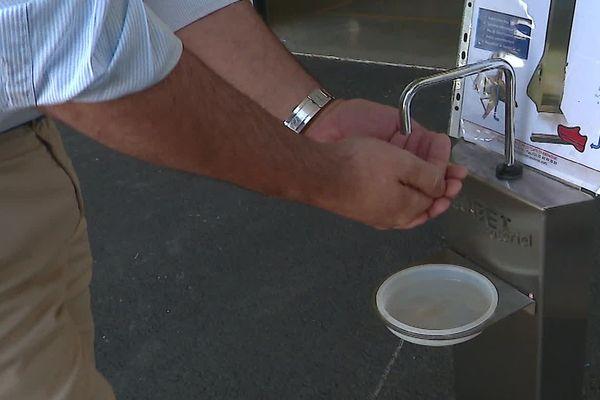 distributeur de gel avec pédale