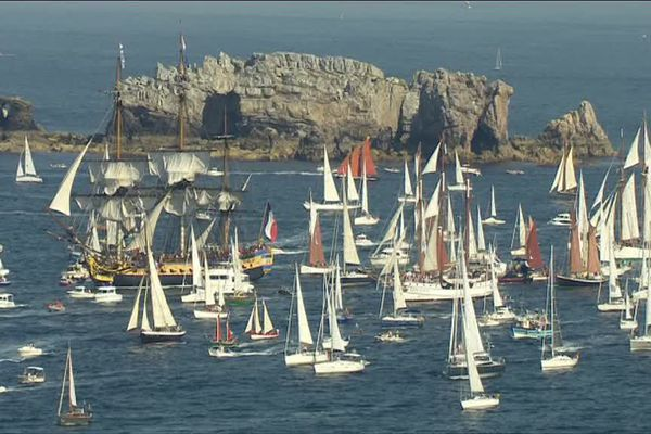 Le spectacle magnifique de la multitude des bateaux entre Brest et Douarnenez