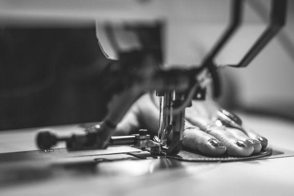 Dans l'atelier cuir de l'ESAT de Cravanche