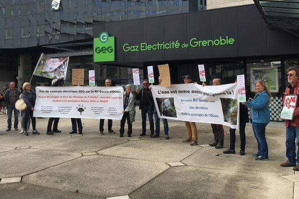 Les opposants à la micro-centrale hydroélectrique sur la commune d'Ornon (Isère) ont manifesté jeudi à Grenoble.