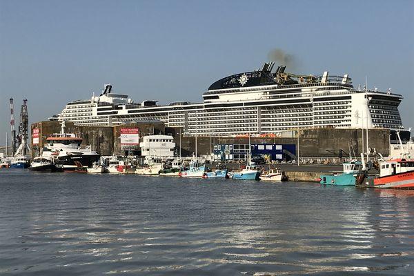 30 mars, le MSC Virtuosa est entré en forme Joubert, dernier sas avant de glisser dans l'estuaire et prendre la mer