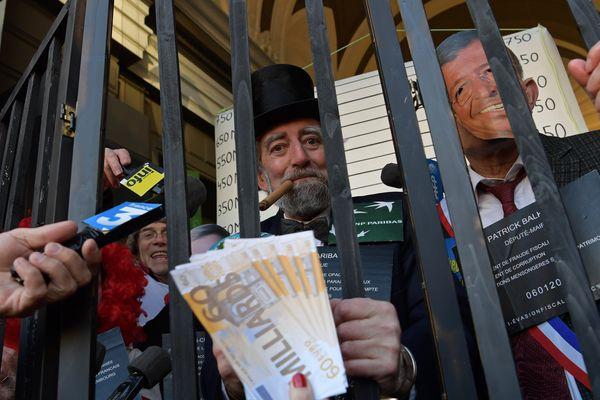 A Orléans, le rendez-vous est donné rue de la République afin de dénoncer la politique d'optimisation fiscale agressive pratiquée par le géant du fast-food.