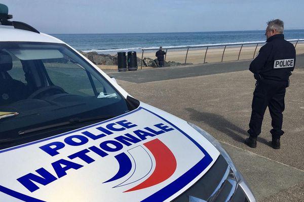 Contrôle de police plage des Rosaires à Plérin (22)