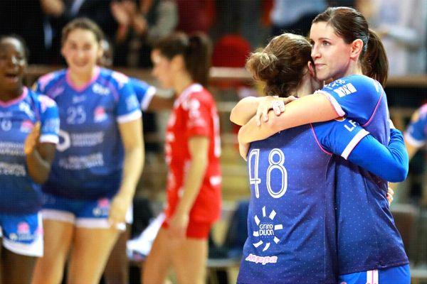 Les handballeuses dijonnaises finissent la saison à la 8e place, et se qualifient pour les playoffs.