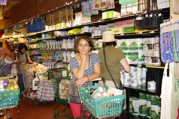 Anne Monloubou dans les allées du supermarché New Yorkais