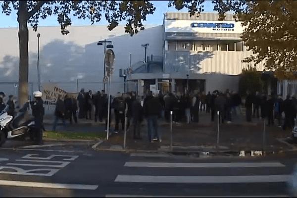 29/10/15 - Les salariés étaient rassemblés ce jeudi matin devant l'usine (Lyon 7e) avant de se rendre au tribunal de commerce