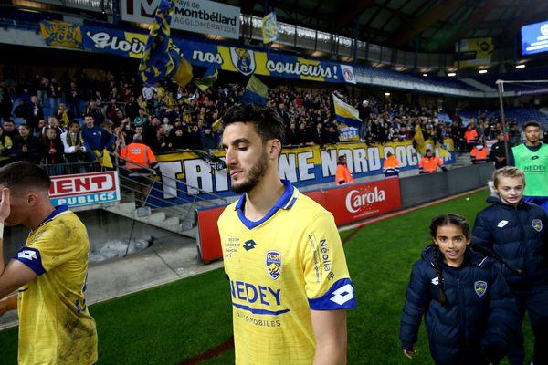 Les joueurs du FC Sochaux, ici Jérémy Livolant et Younes Kaabouni, après leur défaite marquante à domicile face à l'AC Ajaccio, fin octobre.