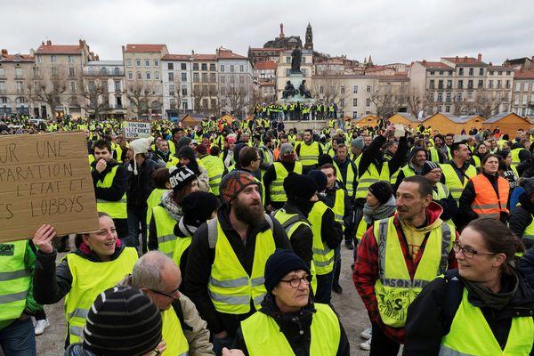 Manifestation de gilets jaunes au Puy-en-Velay, le 8 décembre 2018.