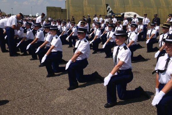 La remise de galons s'est effectuée sur le site de l'école de Gendarmerie de Dijon-Longvic, l'ancienne base aérienne 102