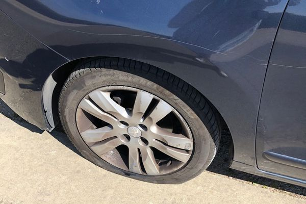 Les pneus de six voitures, immatriculées en Île-de-France, ont été crevés dans la nuit du 18 au 19 avril à Préfailles, en Loire-Atlantique