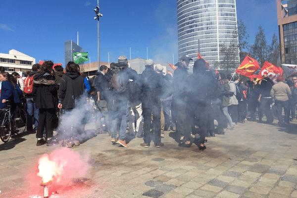 13/4/18 - Les cheminots sur le parvis de la gare Part-Dieu à Lyon. Journée de grève et manifestation contre la réforme de la SNCF.