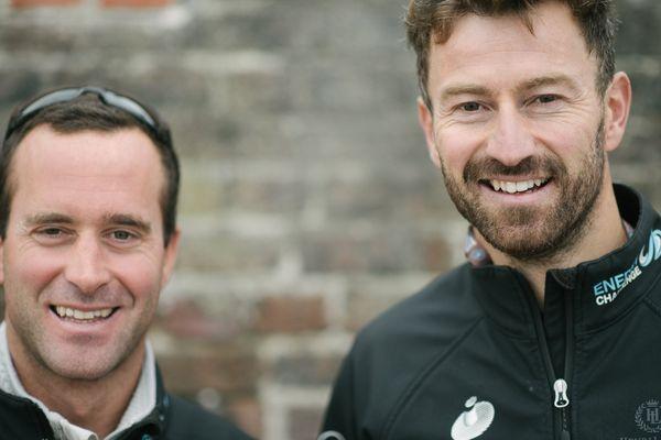 """Les skippers Phil Sharp (à droite) et Pablo Santurde (à gauche) participent à la Transat Jacques Vabre 2017 à bord de leur class 40 """"Imerys""""."""