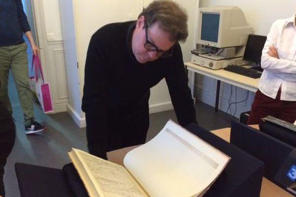 Douglas Kennedy à la découverte des manuscrits originaux de Gustave Flaubert