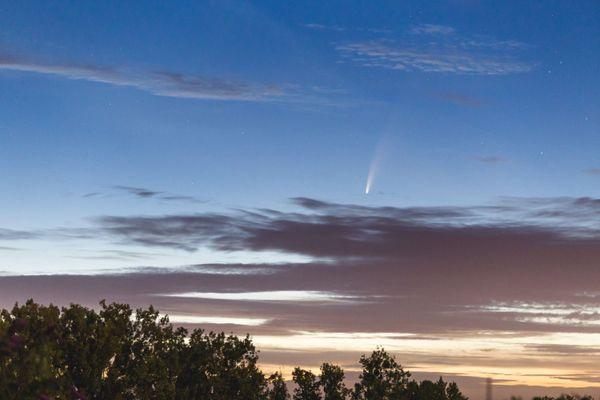 La queue de la comète Neowise était particulièrement visible.