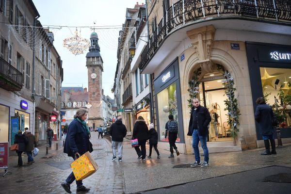 Le département de l'Allier est le plus concerné par la pauvreté en Auvergne Rhône Alpes, avec un taux de 15.5% (Illustration : centre-ville de Moulins)
