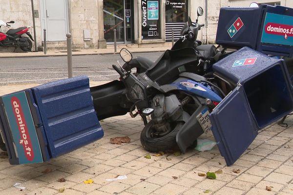 Scooters renversés par le vents - La Rochelle