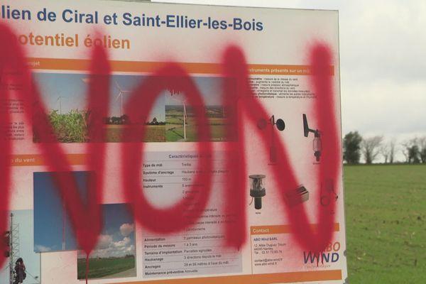 Manifestation d'opposants au projet d'installation éoliennes St Ellier les Bois