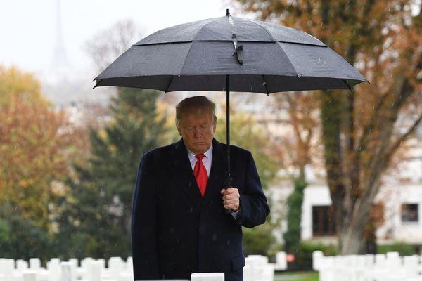 Le président Donald Trump au cimetière américain de Suresnes dans les Hauts-de-Seine, pour rendre hommage aux soldats américains.