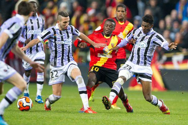 Les Lensois ont été surpris par Istres, jusqu'ici avant-dernier de Ligue 2