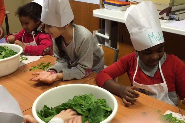 Les enfants ont planté les graines de leurs légumes