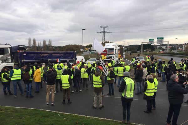 Les Gilets jaunes et des salariés du BTP rassemblés à Lanester