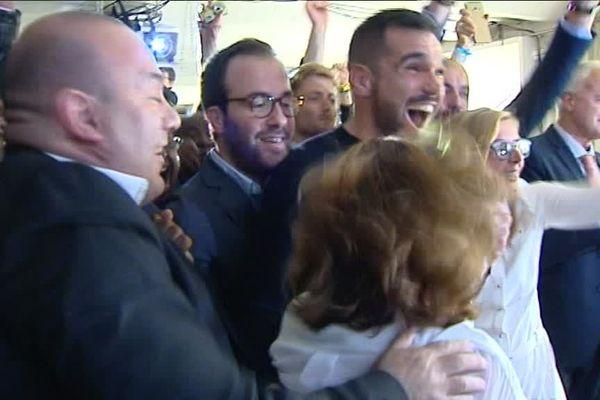 La joie des militants à l'annonce de la victoire d'Emmanuel Macron à son QG de campagne à Marseille