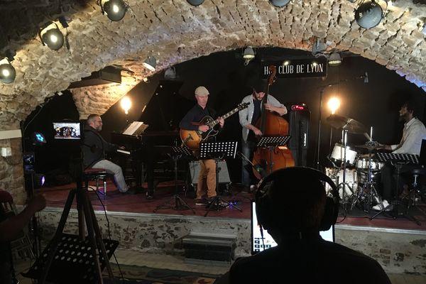 Dimanche 31 mai 2020 : le Hot Club Jazz de Lyon réalise pour la première fois de son histoire, un concert à suivre en ligne faute de ne pouvoir accueillir son public dans le caveau.
