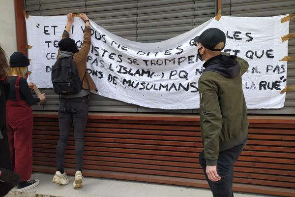 Les étudiants de Sciences Po Grenoble, lors d'une manifestation lundi 9 mars 2021.