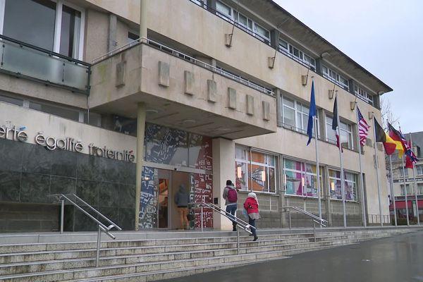 Début février, quatre listes sont en lice pour la mairie de Saint-Lô. Parmi les enjeux de la campagne, l'attractivité de la ville.