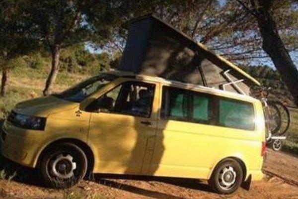 L'histoire qui finit bien : celle du van jaune de Fanny et Loïc.