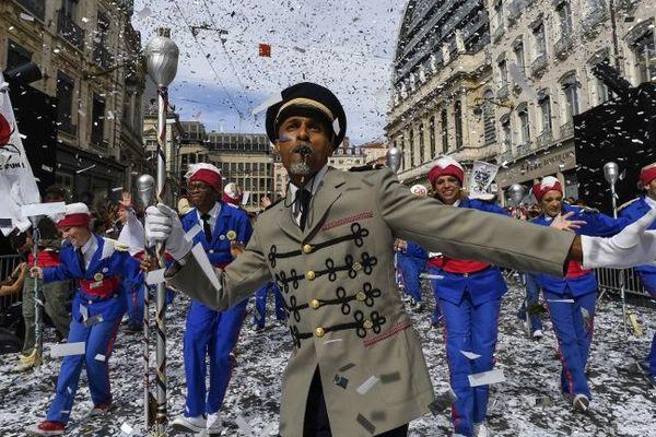 La parade 2018 a dansé au nom de la paix pour sa 18ème édition, dans les rues de Lyon, dimanche 16 septembre.