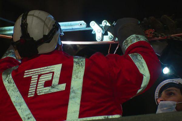 Les travaux sont réalisés de nuit pour éviter d'impacter le flux des voyageurs. La ligne C3 est la plus fréquentée du réseau lyonnais avec 55 000 voyageurs par jour