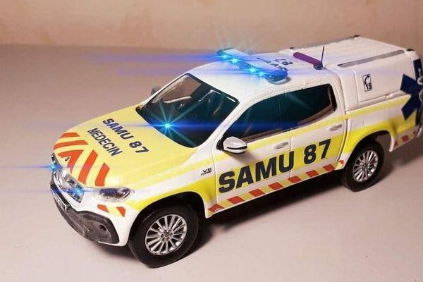 Maquette de la Mercedes classe X du Samu 87 terminée à l'issue de son stage au Samu de Limoges.