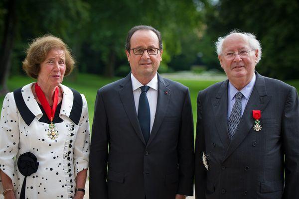 Le président avait remis à Beate et Serge Klarsfeld, tous deux chasseurs de nazis, la légion d'honneur.