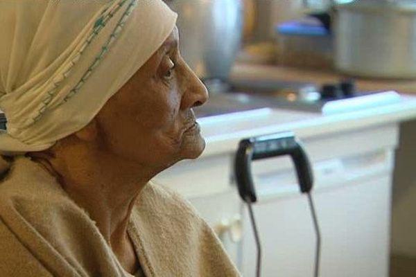Lekbira Harit, Chibania originaire de Casablanca, vit dans un foyer montpelliérain avec sa soeur, loin de ses enfants qui résident au Maroc.