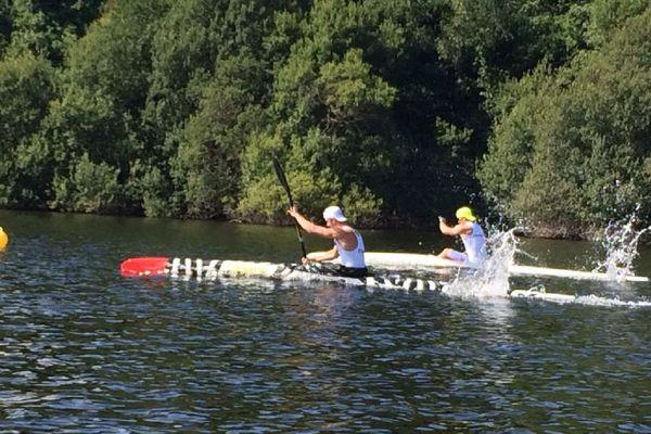 Entraînement équipe de France de canoë kayak des moins de 23 ans sur le lac de Guerlédan