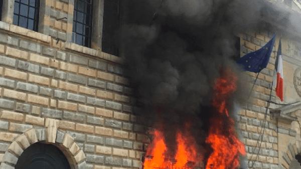 Le feu à l'ancien hôtel de ville de Besançon