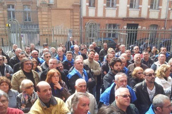 Les anciens salariés de Molex cette après midi devant le tribunal des Prud'hommes de Toulouse