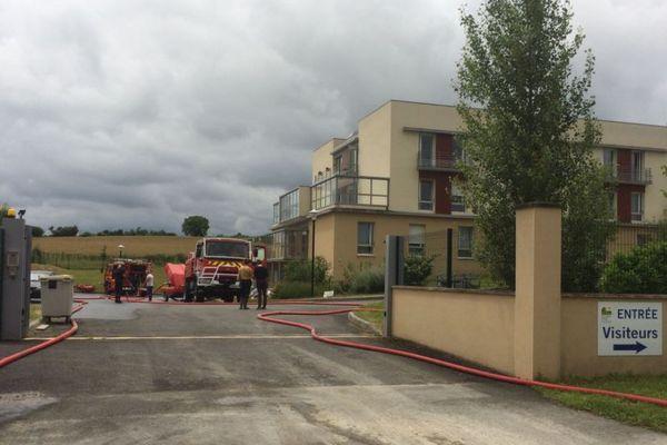 Les pompiers en intervention à la maison de retraite de Mansle après l'inondation du sous-sol.